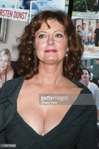 Susan Sarandon during Paramount Pictures' 'Elizabethtown' New York City Premiere Inside Arrivals at Loews Lincoln Square in New York City New York...