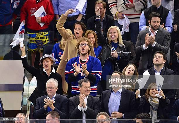 Susan Sarandon, Jack Henry Robbins, Margot Robbie, guest and Matt Harvey attend the Pittsburgh Penguins verse New York Rangers playoff game at...
