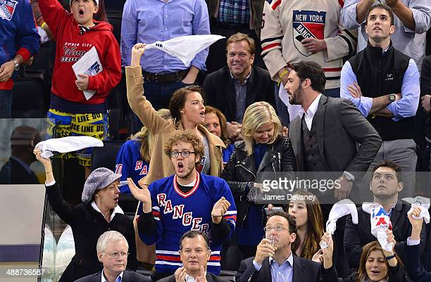 Susan Sarandon Jack Henry Robbins Margot Robbie guest and Matt Harvey attend the Pittsburgh Penguins verse New York Rangers playoff game at Madison...