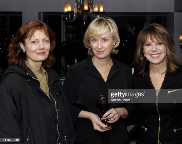 Susan Sarandon Tina Brown Marlo Thomas and Eve Ensler