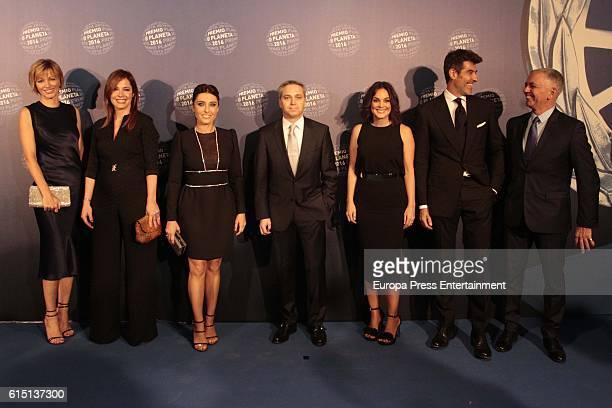 Susanna Griso Mamen Mendizabal Helena Resano Vicente Valles Monica Carrillo and Jorge Fernandez attend the 2016 Premio Planeta award on October 15...
