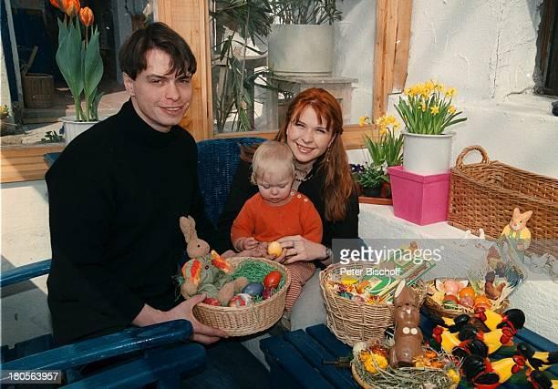 Susanna Wellenbrink Ehemann DanielRamsbott Tochter Mia Sophie RebeccaRobin Besuch bei Mutter MonikaWellenbrink Homestory Bayrischer WaldOsterdeko