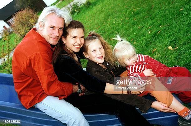 Susanna Wellenbrink Lebensgefährte Mike Toole dessen Tochter SarahJane Toole Tochter Mia Wellenbrink Ausflug auf den Spielplatz Mühldorf/bei München...