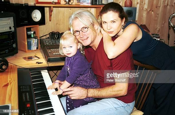 Susanna Wellenbrink Lebensgefährte Mike Toole Susannas Tochter Mia Wellenbrink Homestory Mühldorf/bei München Keyboard Tonstudio Musikinstrument...
