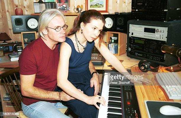 Susanna Wellenbrink Lebensgefährte Mike Toole Susannas Tochter Mia Wellenbrink Homestory Mühldorf/bei München Keyboard Tonstudio Brille...