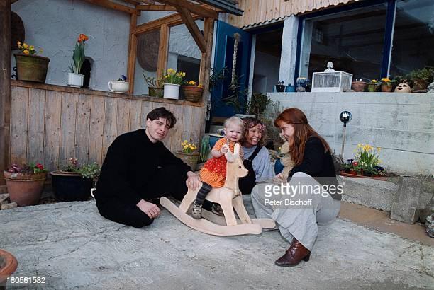 Susanna Wellenbrink Mutter MonikaWellenbrink Tochter Mia SophieRebecca Robin Ehemann Daniel RamsbottBesuch bei Mutter/Oma HomestoryBauernhaus...