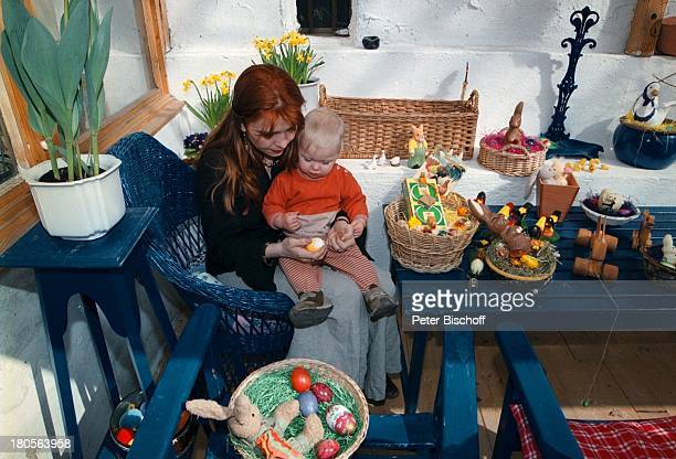 Susanna Wellenbrink Tochter Mia SophieRebecca Robin Besuch bei Mutter MonikaWellenbrink Homestory Bayrischer WaldOsterdeko
