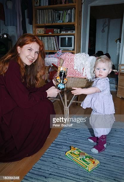 Susanna Wellenbrink Tochter Mia SophieRebecca Robin Besuch bei Mutter MonikaWellenbrink Homestory Bayrischer WaldOsterdeko Eier Ostereier