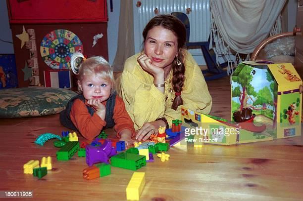 Susanna WellenbrinkTochter Mia Wellenbrink Homestory Mühldorf/bei München Kinderzimmer Bauklötze