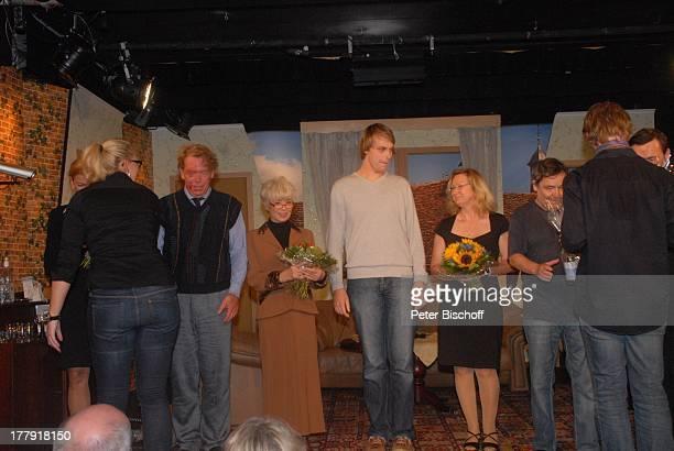 Susanne Habenicht Ralph HB Eckstein Ingrid Steeger 2 TheaterMitarbeiter Michael Oenicke Premiere Theaterstück 'Jackpot' 'Theaterschiff' Bremen...