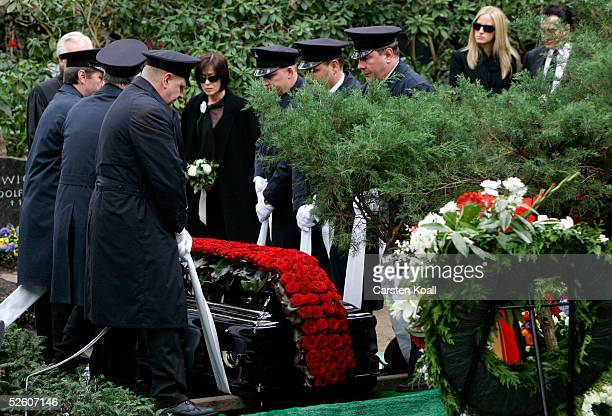 Susanne Juhnke widow of the dead entertainer and artist Harald Juhnke stands at the grave on the Funeral of Harald Juhnke April 2005 inBerlin Germany