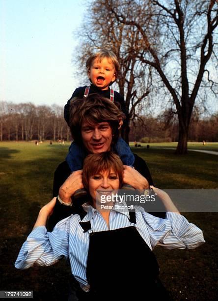 Susanne Uhlen mit 2 Ehemann Charly Steinberger und Sohn Florian Ehepaar Kind Familie Schauspielerin Promis Prominente Prominenter