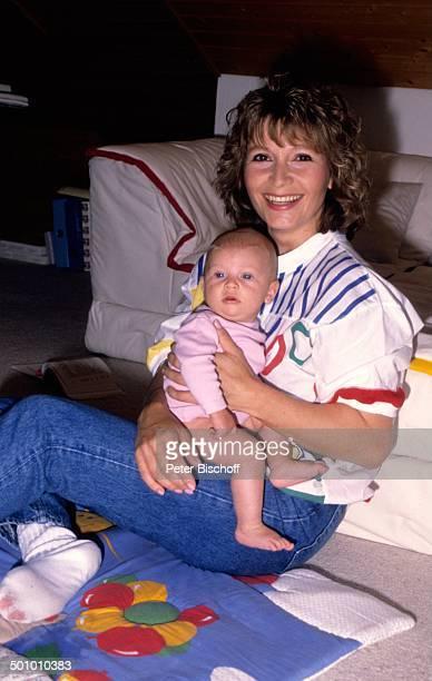 Susanne Uhlen Sohn Christopher Homestory in den Arm nehmen lächeln Schauspielerin Promi TP Foto Peter Bischoff/ Sc