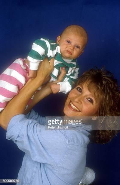 Susanne Uhlen Sohn Christopher Schauspielerin Baby Mutter Studio LD Foto P Bischoff/D
