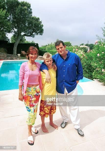 Susanne Uhlen Sohn Christopher Uhlen Stöpsel Lebensgefährte Henry Dawidowicz St Tropez Mittelmeer Frankreich Europa LuxusVilla Umarmung SwimmingPool