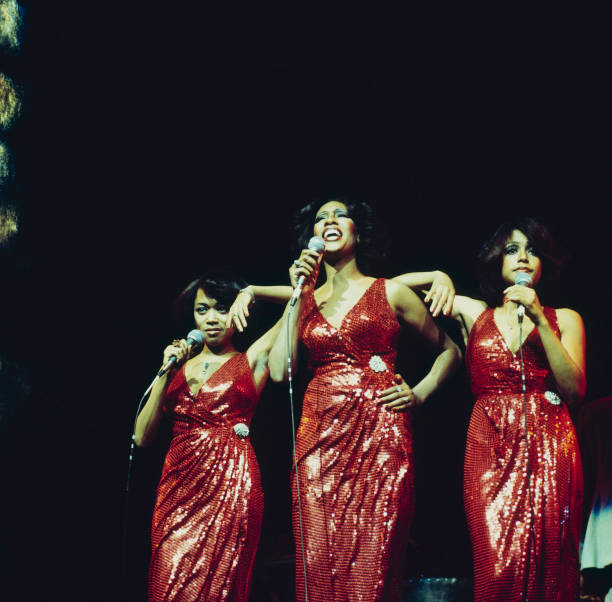 The Supremes Perfom On Stage