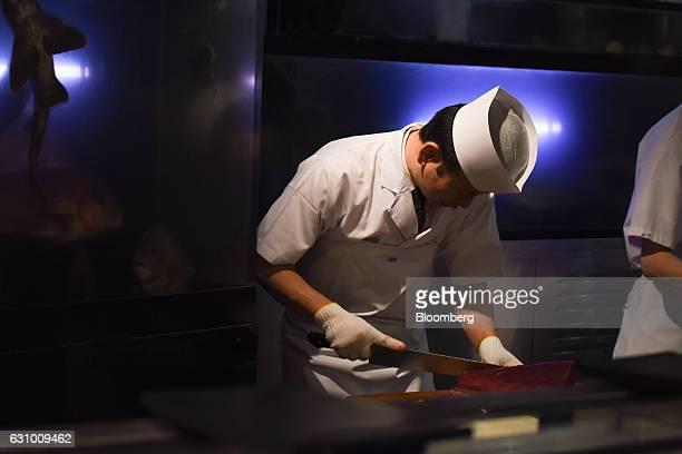 A sushi chef prepares plates of tuna sushi at a Sushi Zanmai restaurant in Tokyo Japan on Thursday Jan 5 2017 Kiyomura KK operator of Sushi Zanmai...