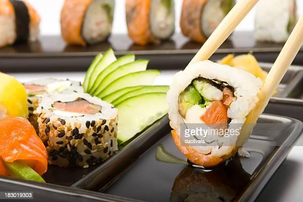 箸で寿司皿