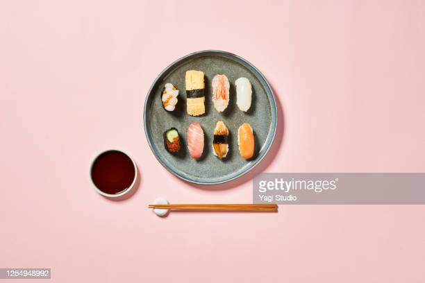 sushi with pink background - 盛り皿 ストックフォトと画像
