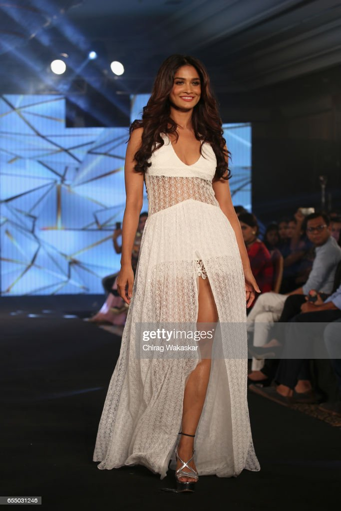 India Intimate Fashion Week 2017 : News Photo