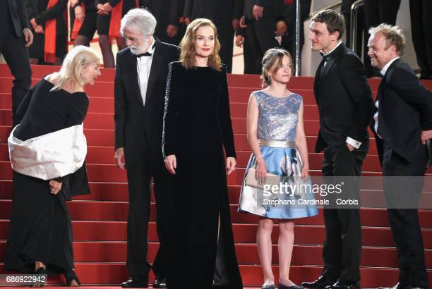 """Susi Haneke, Michael Haneke, Isabelle Huppert, Fantine Harduin, Franz Rogowski and Toby Jones attend the """"Happy End"""" premiere during the 70th annual..."""