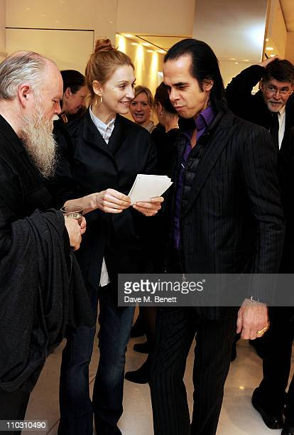 Susie Bick Nick Cave and guest attend a private viewing of artist Polly Borland's new photography exhibition 'Smudge' on March 17 2011 in London...