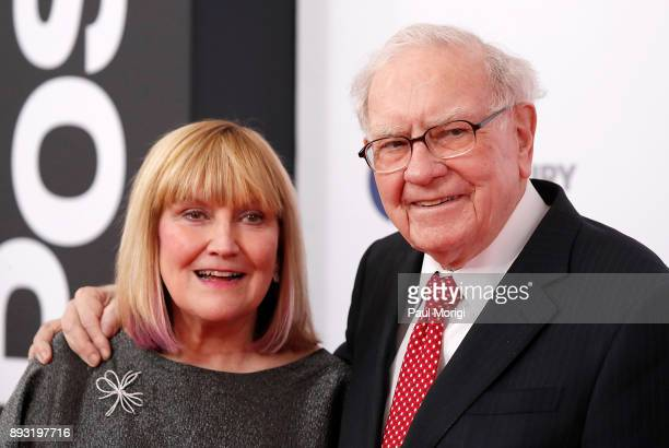 "Susie Buffett and Warren Buffett arrive at ""The Post"" Washington, DC Premiere at The Newseum on December 14, 2017 in Washington, DC."