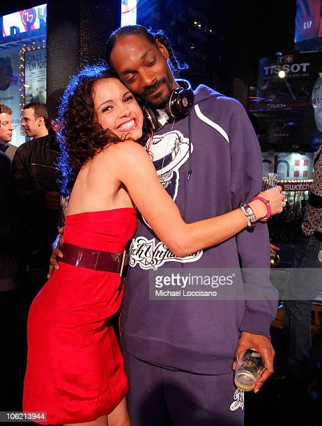 """Susie Castillo and rapper Snoop Dogg attend MTV's TRL """"Total Finale Live"""" at the MTV Studios in Times Square on November 16, 2008 in New York City."""