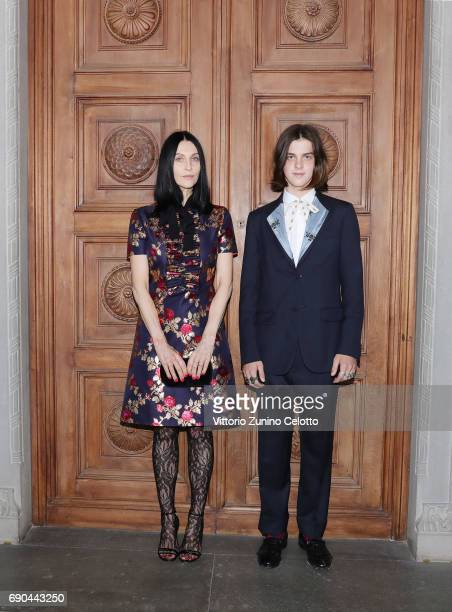 Susie Cave and Earl Cave arrive at the Gucci Cruise 2018 fashion show at Palazzo Pitti on May 29 2017 in Florence Italy
