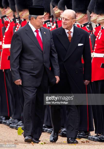 Susilo Bambang Yudhoyono President of the Republic of Indonesia and Prince Philip Duke of Edinburgh inspect a guard of honour during the ceremonial...