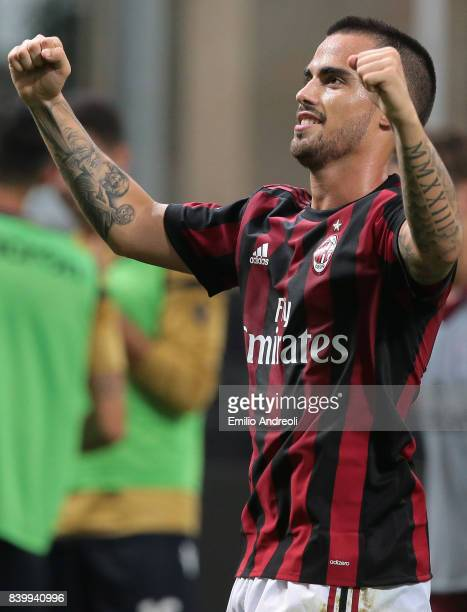 Suso of AC Milan celebrates his goal during the Serie A match between AC Milan and Cagliari Calcio at Stadio Giuseppe Meazza on August 27 2017 in...