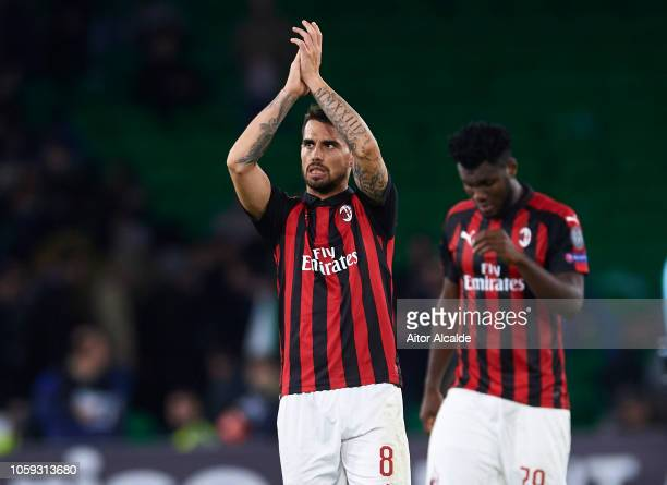 Suso of AC Milan waves to the fans after the end of the UEFA Europa League Group F match between Real Betis and AC Milan at Estadio Benito Villamarin...