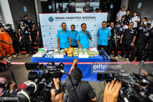 Suspected cases of narcotics smuggling International syndicates were presented with evidence at the National Narcotics Board Indonesia building...
