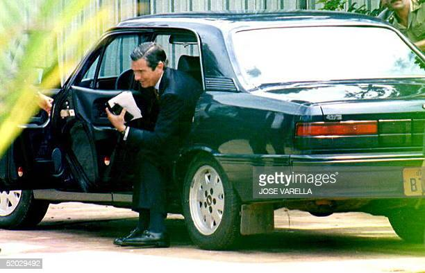 Suspended Brazilian President Fernando Collor de Mello arrives 28 December 1992 at a library to meet with lawyers before the start of his 29 December...