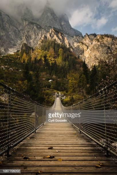 suspension bridge and berchtesgaden alps - oberbayern stock-fotos und bilder