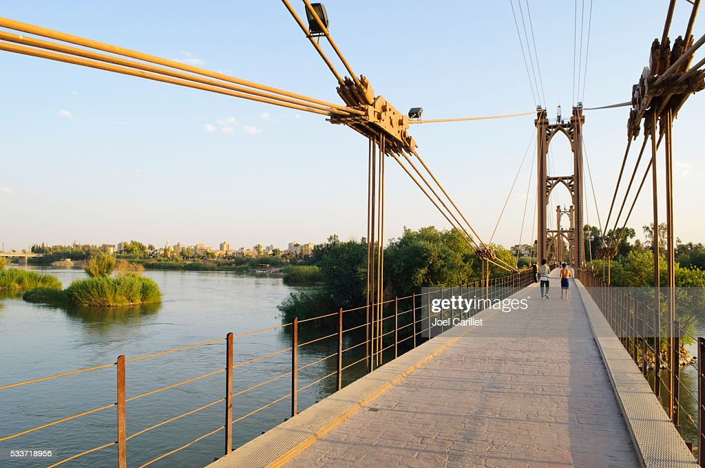 Ponte sospeso sul Fiume Eufrate Al Deir ez-Zur, Siria : Foto stock