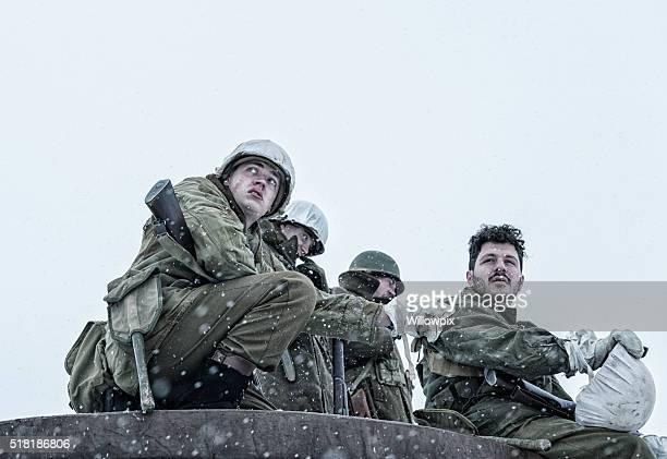 Verdächtige zweiten Weltkrieg UNS Armee Zugtruppen-Soldaten Zapfen Buddy der Schulter