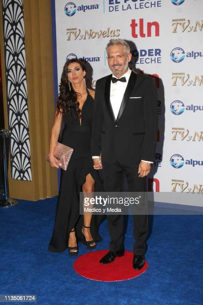 Susy Lu and Arath de la Torre pose on the red carpet during the 'TV y Novelas' Awards 2019 at Campo Marte on March 10 2019 in Mexico City Mexico