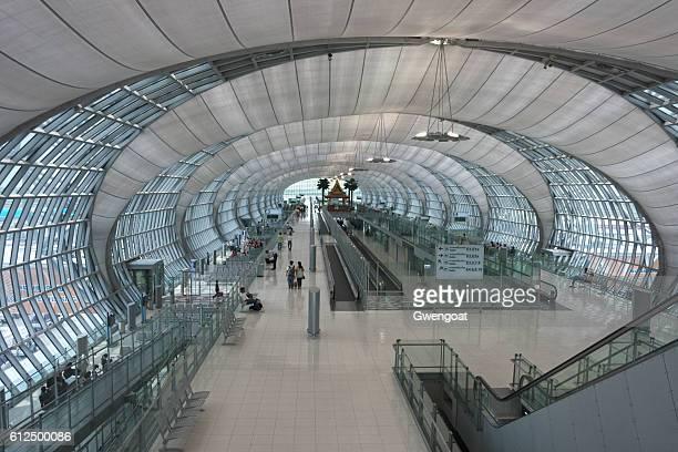 suvarnabhumi airport in bangkok - gwengoat fotografías e imágenes de stock