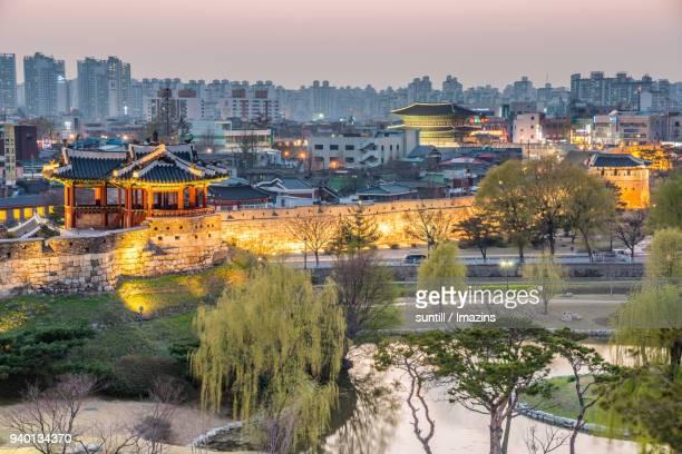 suwon hwaseong fortress (unesco heritage site) - 水原市 ストックフォトと画像