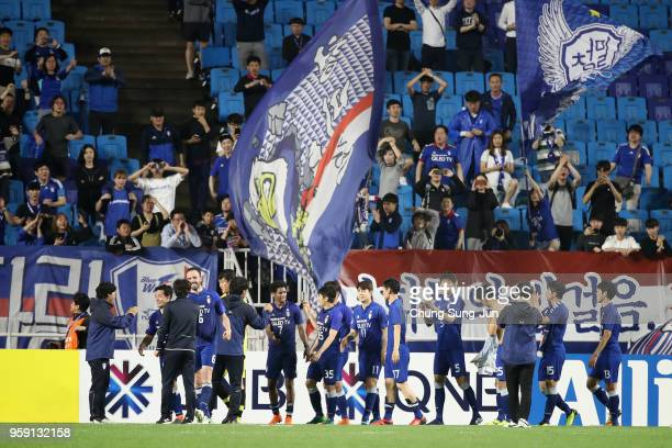 Suwon Samsung Bluewings players celebrate their 30 victory in the AFC Champions League Round of 16 second leg match between Suwon Samsung Bluewings...