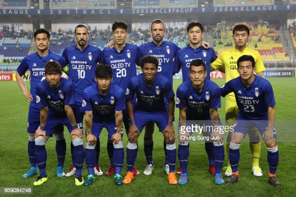 Suwon Samsung Bluewings players line up for the team photos prior to the AFC Champions League Round of 16 second leg match between Suwon Samsung...