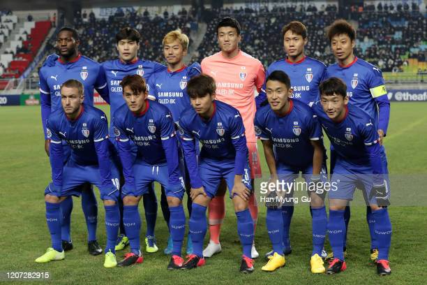Suwon Samsung Bluewings pose during the AFC Champions League Group G match between Suwon Samsung Bluewings and Vissel Kobe at the Suwon World Cup...