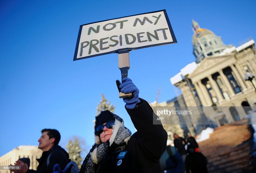 TOPSHOT-US-POLITICS-VOTE-TRUMP-PROTEST : News Photo