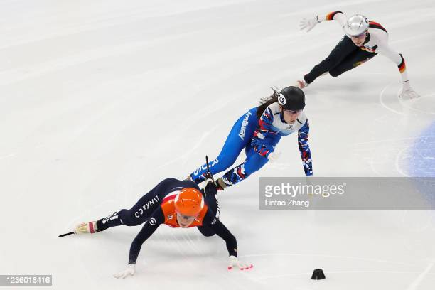 Suzanne Schulting of Netherlands and Anna Vostrikova of Russia compete in the Ladies 1500m quarterfinals during the 2021/2022 ISU World Cup Short...
