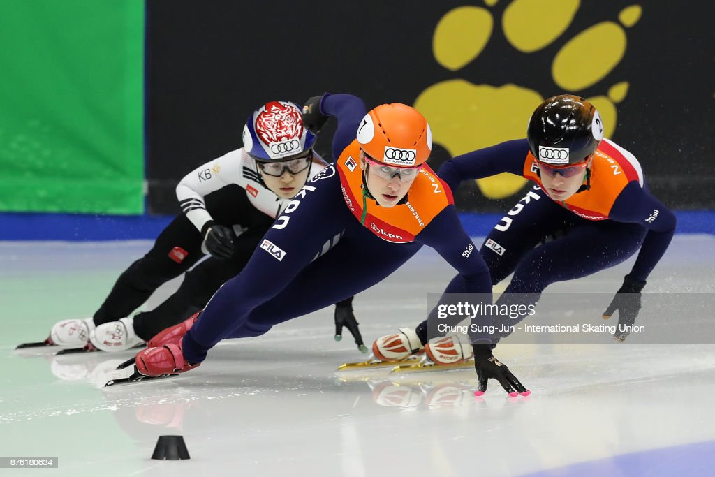 Suzanne Schulting of Netherlands and Choi Min-Jeong of South Korea compete in the Ladies 1000m Semifinals during during the Audi ISU World Cup Short Track Speed Skating at Mokdong Ice Rink on November 19, 2017 in Seoul, South Korea.
