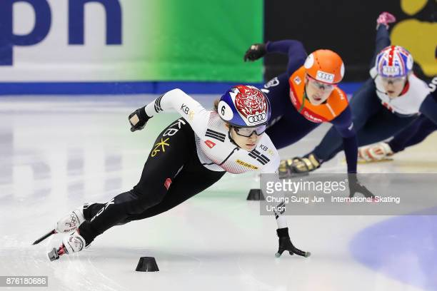 Suzanne Schulting of Netherlands and Choi MinJeong of South Korea compete in the Ladies 1000m Semifinals during during the Audi ISU World Cup Short...