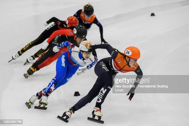 Suzanne Schulting of the Netherlands leads the ladies 1000m final during ISU World Cup Short Track Salt Lake City on November 10 2018 in Salt Lake...