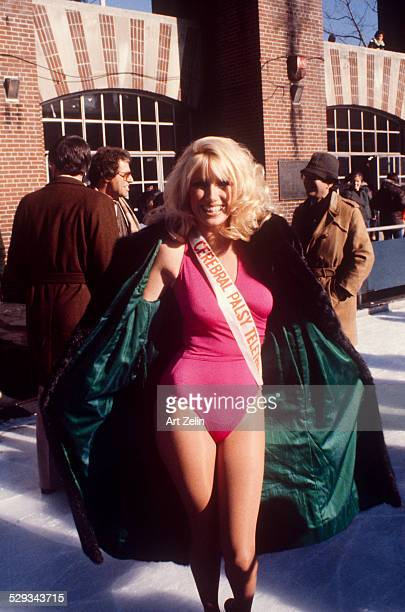 Suzanne Somers Central Park promoting 'Cerebral Palsy Telethon' 1978