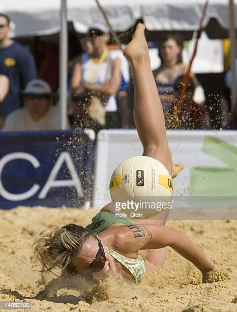 Suzanne Stonebarger digs the ball during the women's main draw against Jenny Johnson Jordan and Annett Davis in the AVP Cuervo Gold Crown Dallas Open...